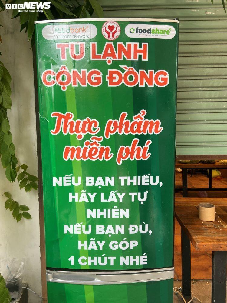 'Tủ lạnh cộng đồng' ấm tình người ở tâm dịch TP.HCM: Nếu thiếu cứ lấy tự nhiên - 1