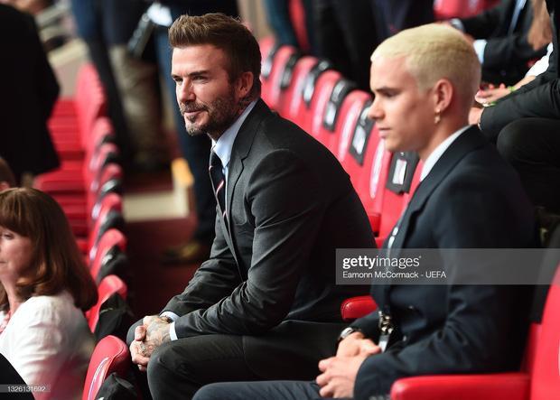 David Beckham U50 mà visual cực phẩm lấn át cả con trai trong trận Anh - Đức-1