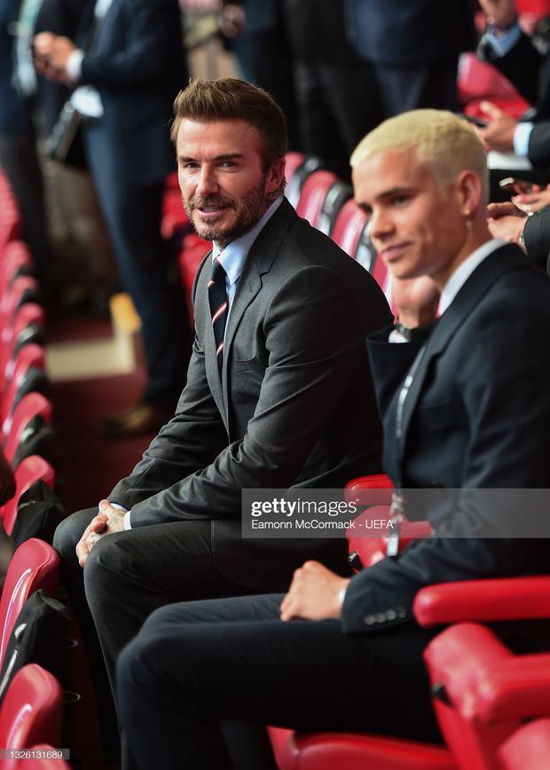 David Beckham U50 mà visual cực phẩm lấn át cả con trai trong trận Anh - Đức-2