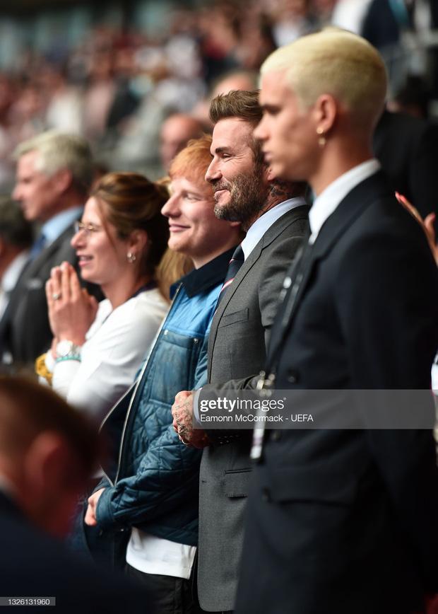 David Beckham U50 mà visual cực phẩm lấn át cả con trai trong trận Anh - Đức-3