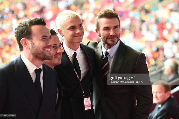 David Beckham U50 mà visual cực phẩm lấn át cả con trai trong trận Anh - Đức-4