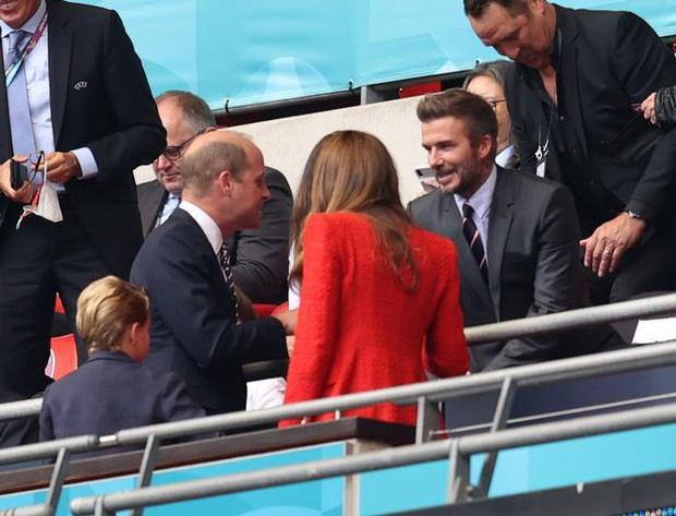 David Beckham U50 mà visual cực phẩm lấn át cả con trai trong trận Anh - Đức-7