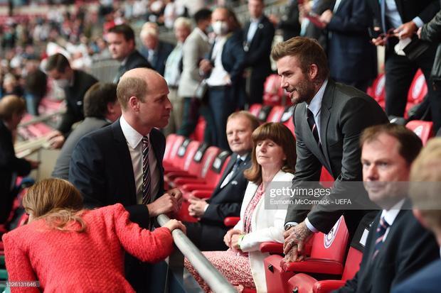 David Beckham U50 mà visual cực phẩm lấn át cả con trai trong trận Anh - Đức-8