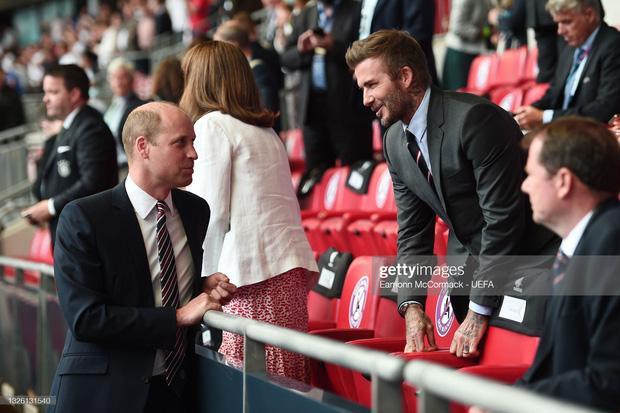 David Beckham U50 mà visual cực phẩm lấn át cả con trai trong trận Anh - Đức-9