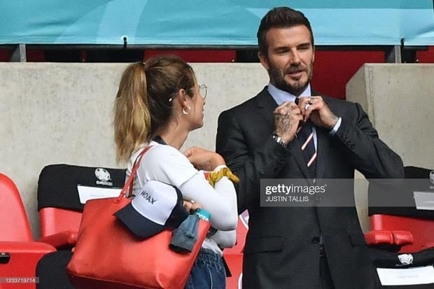 David Beckham U50 mà visual cực phẩm lấn át cả con trai trong trận Anh - Đức-5