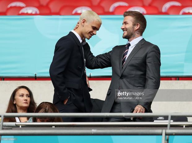 David Beckham U50 mà visual cực phẩm lấn át cả con trai trong trận Anh - Đức-6