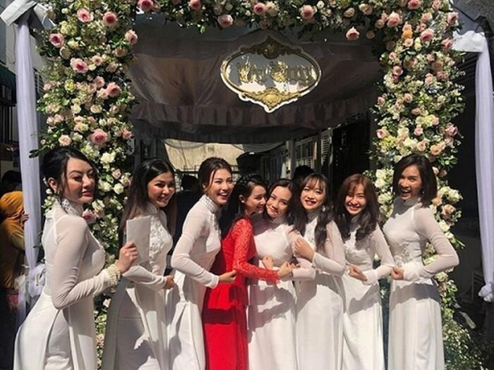 Khi các nàng hậu Việt làm phù dâu, cô dâu thấp thỏm vì sợ bị chiếm sóng-2