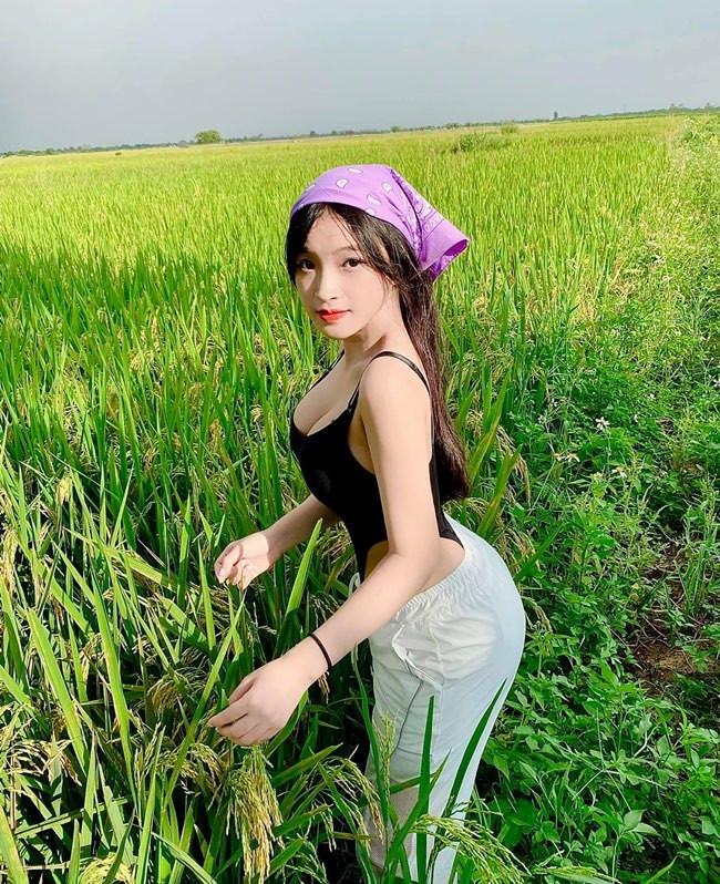 Nữ sinh Biên Hòa diện bodysuit đi gặt lúa bị nhận xét