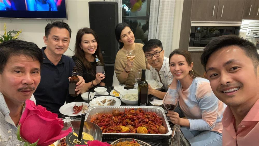 Tiệc cưới lạ đời của Thu Hoài: Cô dâu hì hục làm bếp, chạy bàn, rửa bát-6