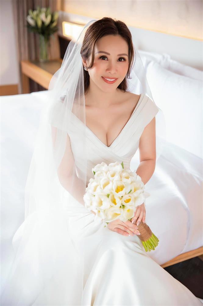 Tiệc cưới lạ đời của Thu Hoài: Cô dâu hì hục làm bếp, chạy bàn, rửa bát-8