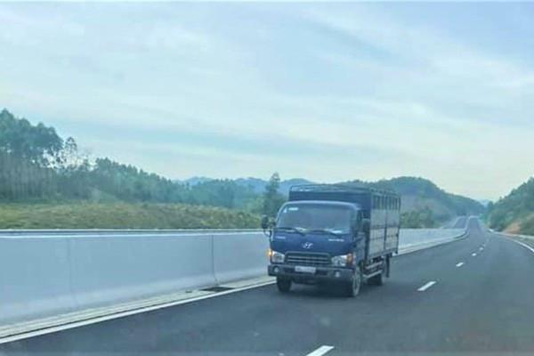 Phạt 17 triệu, tước giấy phép lái xe tài xế đi ngược chiều trên cao tốc