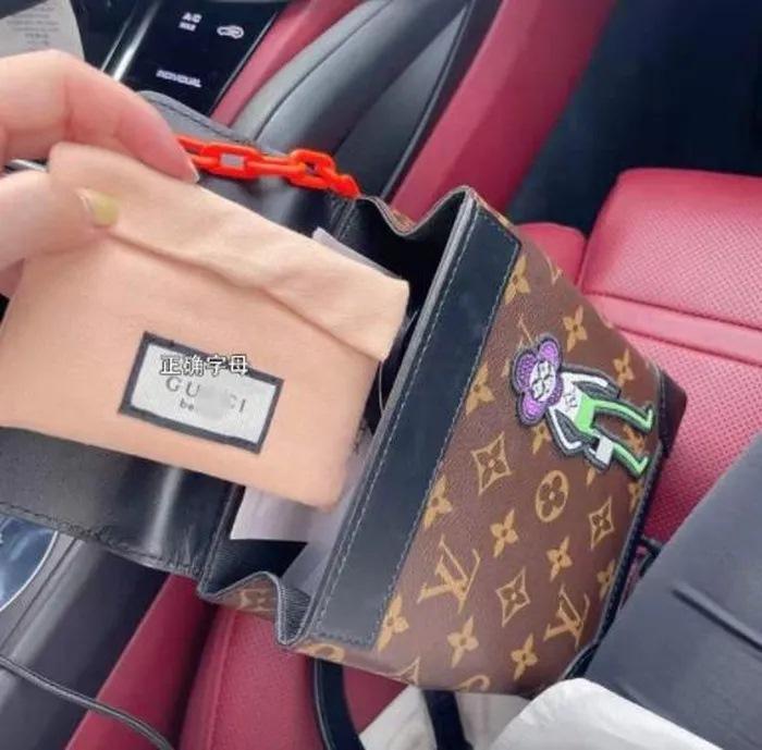 Túi xách, giày dép đến... lược Gucci cũng bị làm nhái bán vài chục nghìn-3