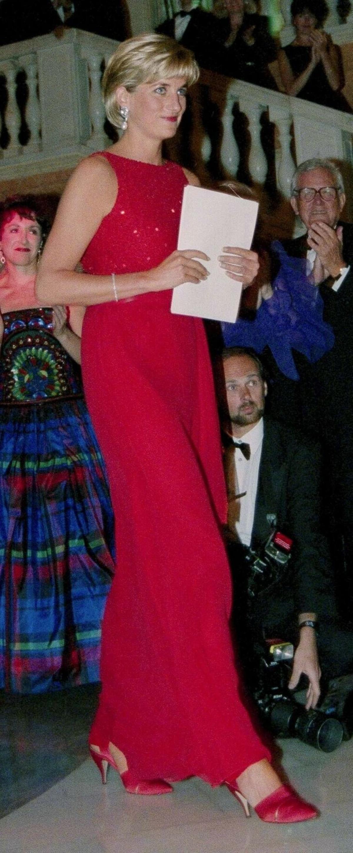 Công nương Diana Diện trang phục màu hồng quý phái, thanh lịch khó sánh - 12