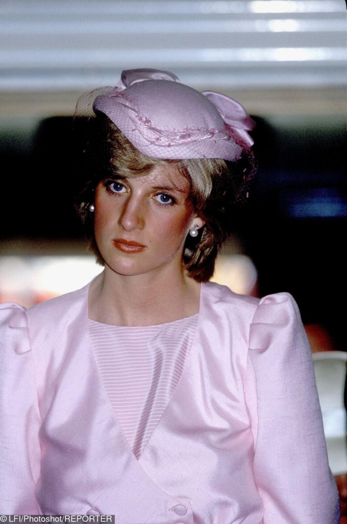 Công nương Diana Diện trang phục màu hồng quý phái, thanh lịch khó sánh - 14