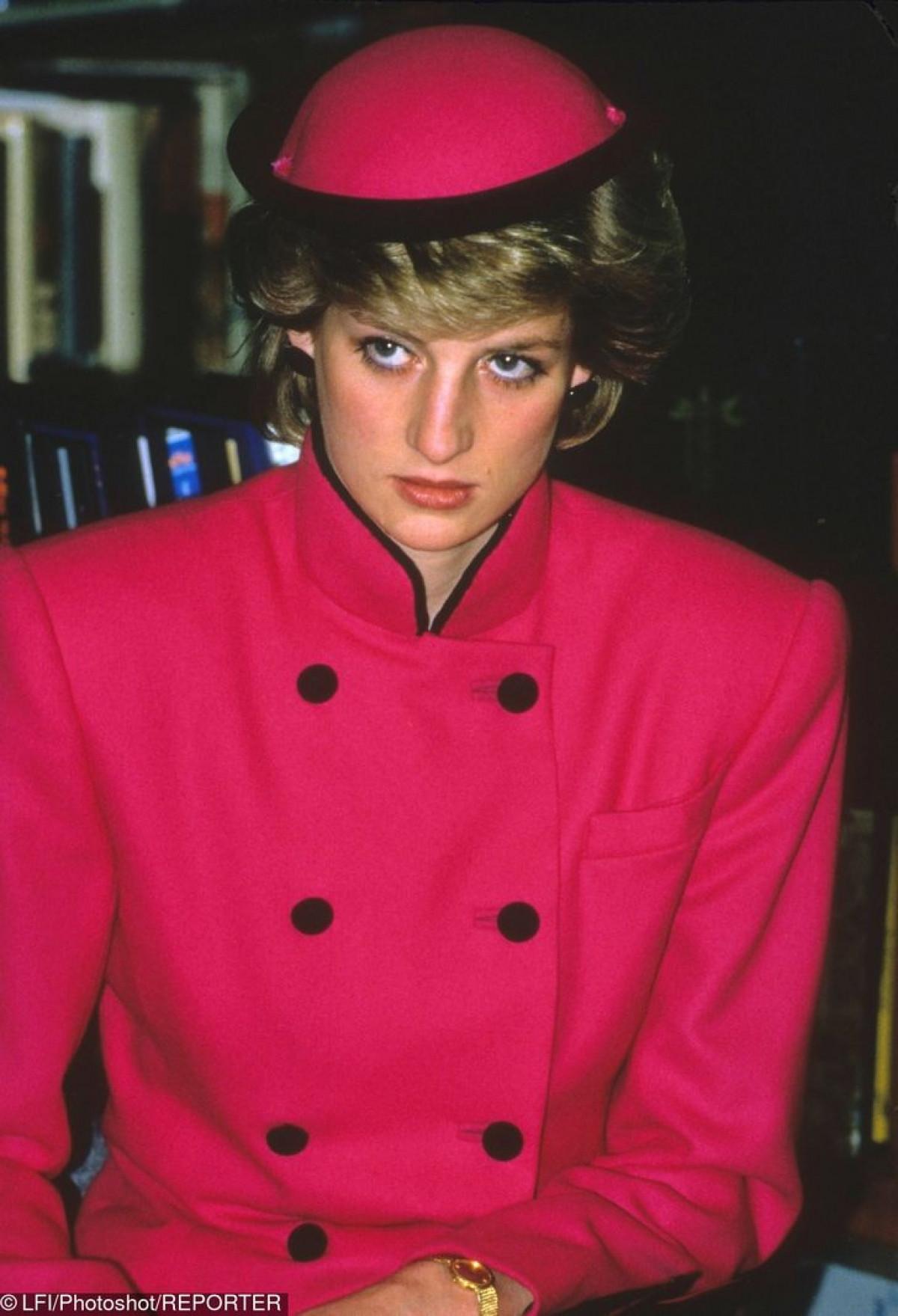 Công nương Diana Diện trang phục màu hồng quý phái, thanh lịch khó sánh - 16