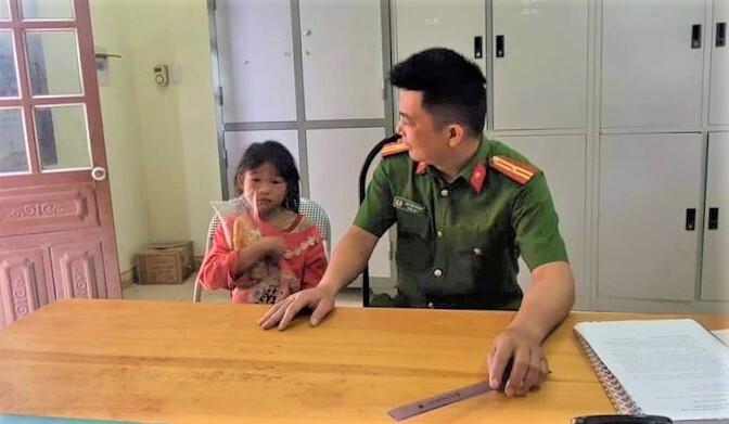 Bị bỏ đói, bé gái người Mông đi tìm bố mẹ thì bị lạc trong rừng - 1
