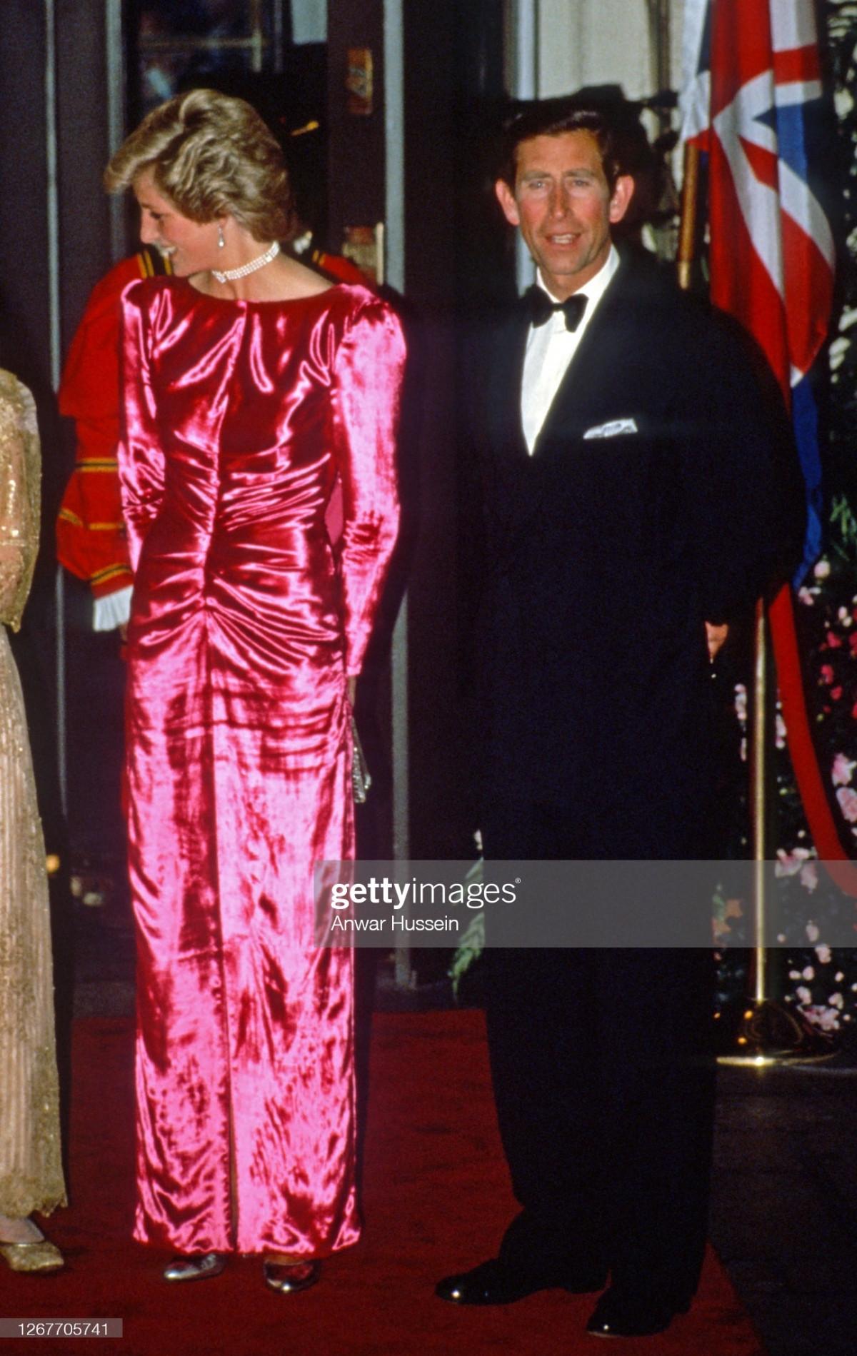 Công nương Diana Diện trang phục màu hồng quý phái, thanh lịch khó sánh - 4