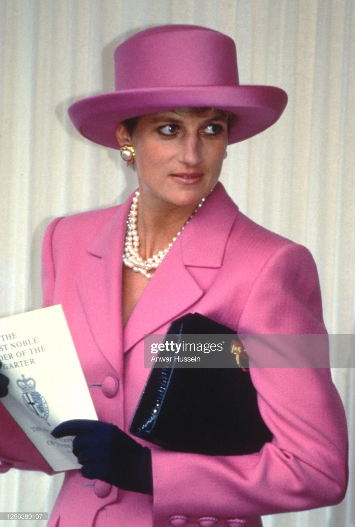 Công nương Diana Diện trang phục màu hồng quý phái, thanh lịch khó sánh - 5