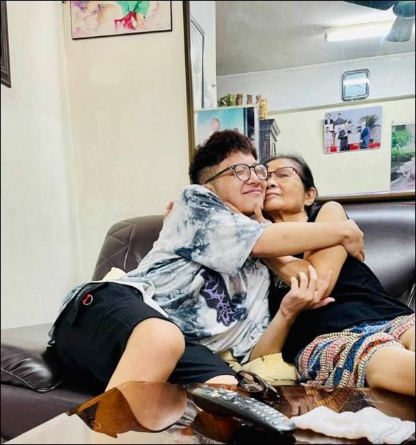 Chia tay Công Lý, Thảo Vân vẫn giữ quan hệ tốt với nhà chồng cũ, nhìn cách cô dạy con trai cư xử mà phục-4