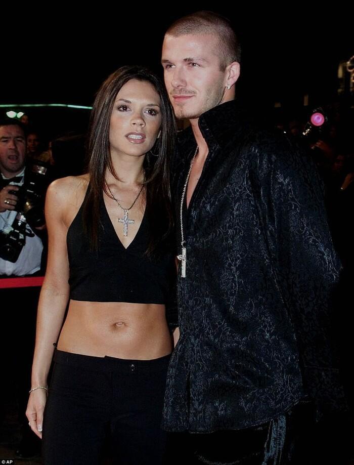 Kỉ niệm 22 năm ngày cưới, David Beckham mặc đồ đôi cùng vợ-3