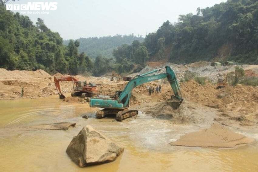 5 ngày xới tung hai bãi bồi Rào Trăng vẫn chưa thấy 11 công nhân mất tích ở Huế - 1