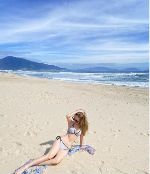 Giữa mùa dịch không được đi biển, sao Việt khoe đường cong 'cực gắt'