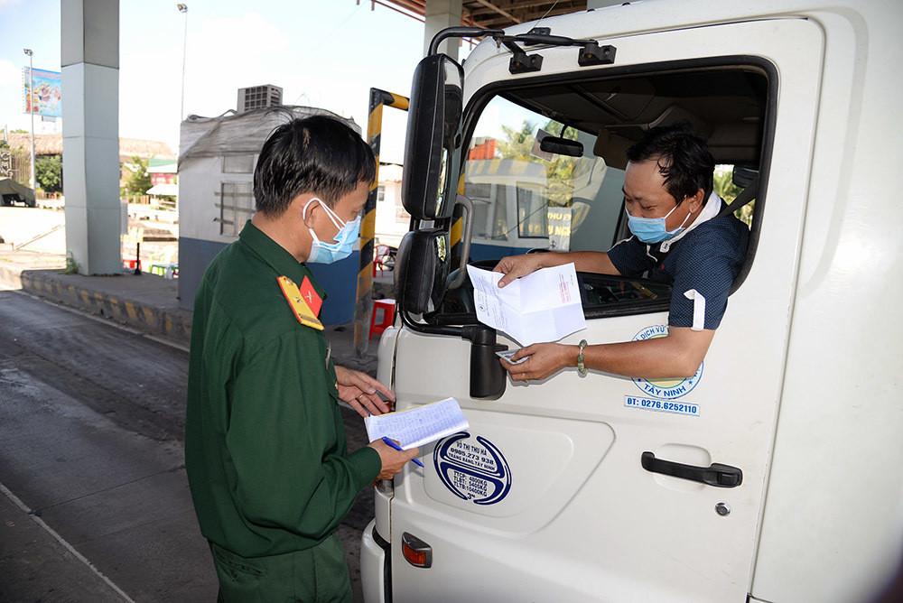 Nhiều tỉnh miền Tây quy định phải xét nghiệm âm tính nCoV mới được vào tỉnh