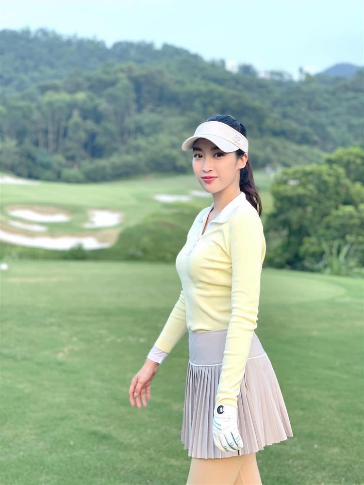 Đỗ Mỹ Linh chơi golf: Đã hết phèn nhờ chi tiền không tiếc tay-7