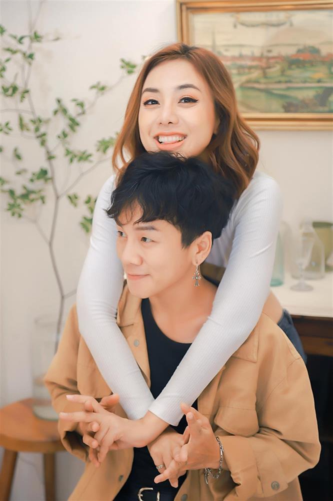 Tình chuyển giới đăng clip nóng với Miko Lan Trinh, dán nhãn 18+-6