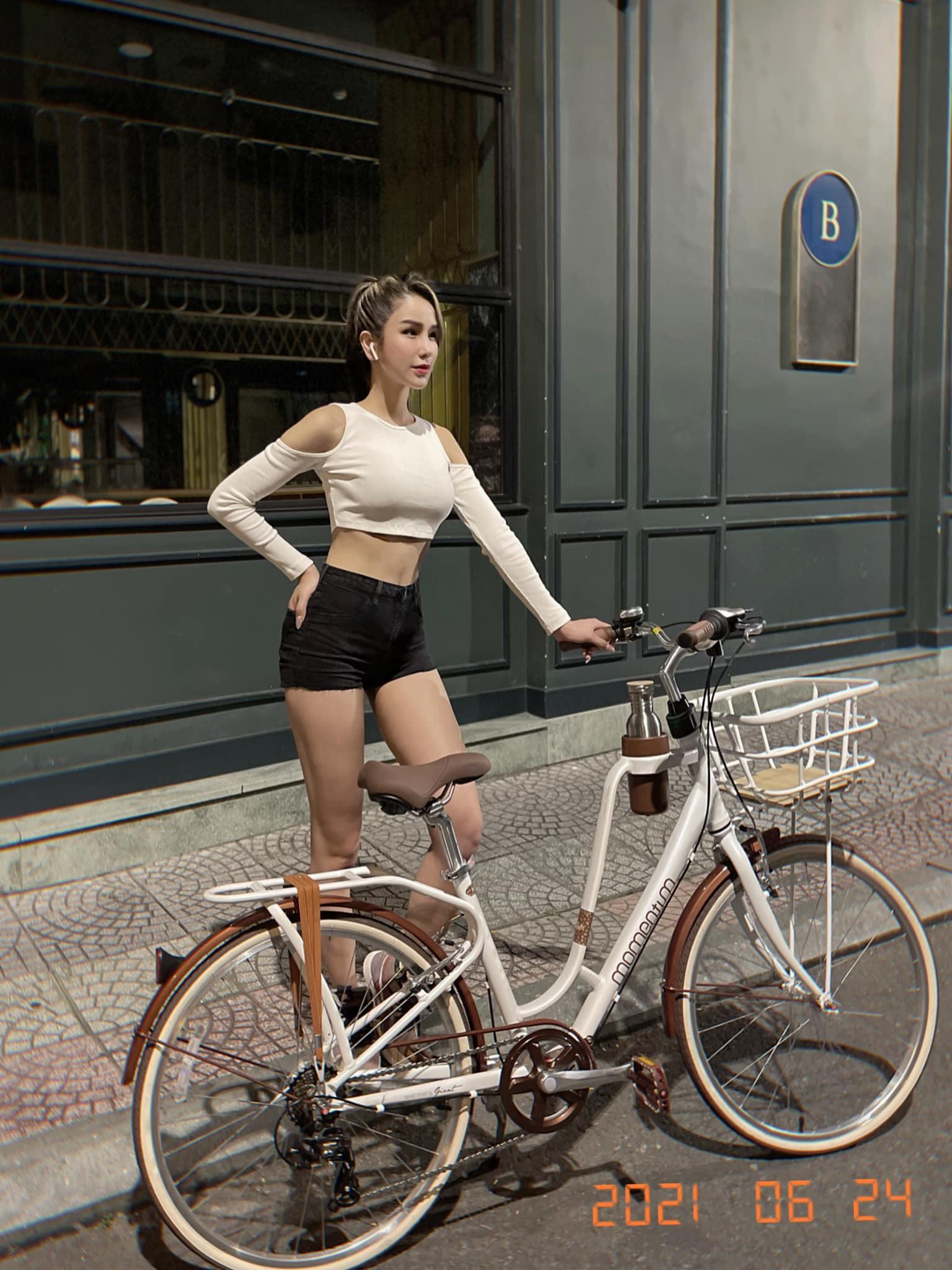 Hot girl Lê Bống diện đồ nổi bật khi đạp xe theo trào lưu - 4