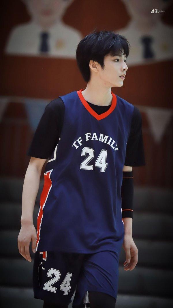 Top 5 idol nam sinh sau năm 2000 'cần nhan sắc có nhan sắc, cần tài năng có tài năng' đang đánh chiếm Cbiz 1