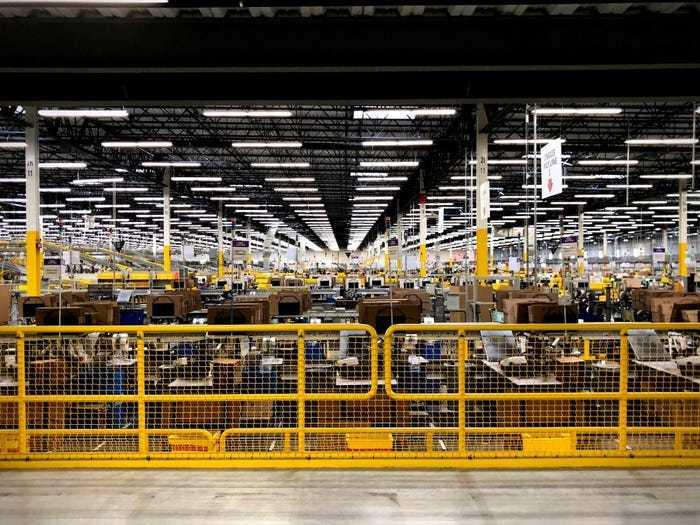 Những con số biết nói về Amazon sau 27 năm dưới bàn tay Jeff Bezos