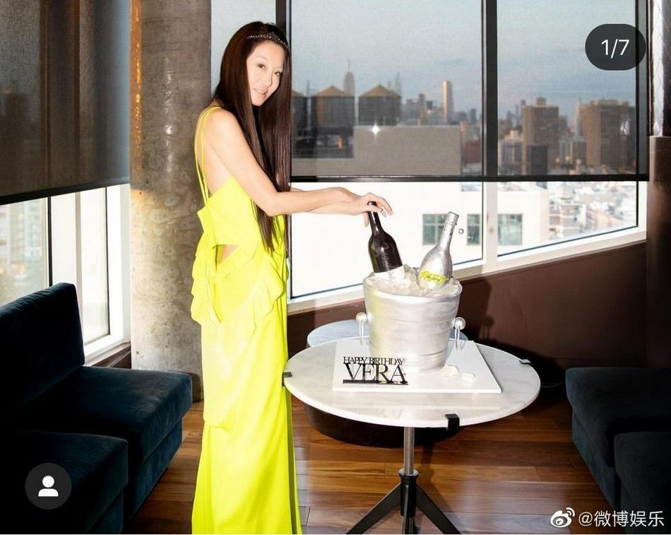 Bà trùm váy cưới Vera Wang trẻ đẹp khó tin ở tuổi 72-4