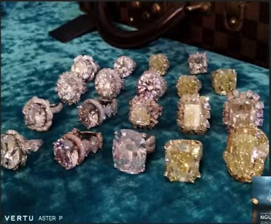 Bà Phương Hằng đeo vòng kim cương giá bằng căn biệt thự-9