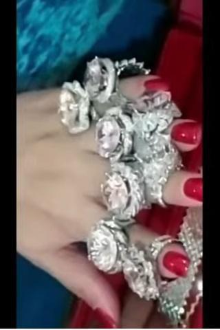 Bà Phương Hằng đeo vòng kim cương giá bằng căn biệt thự-7