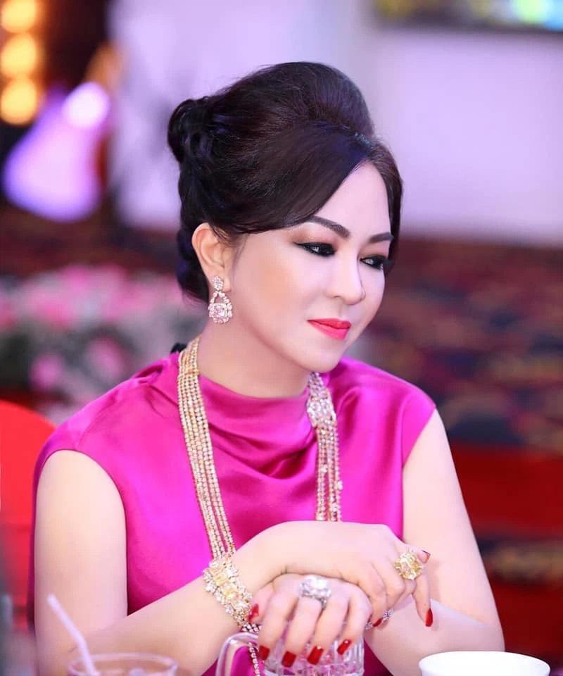 Bà Phương Hằng đeo vòng kim cương giá bằng căn biệt thự-2