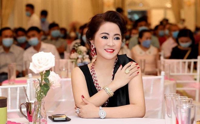 Bà Phương Hằng đeo vòng kim cương giá bằng căn biệt thự-11