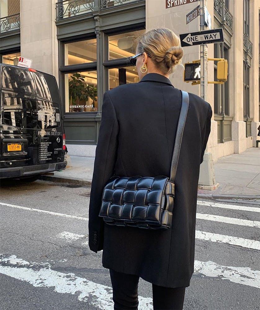 12 cung hoàng đạo hợp với những chiếc túi sành điệu nào - 1