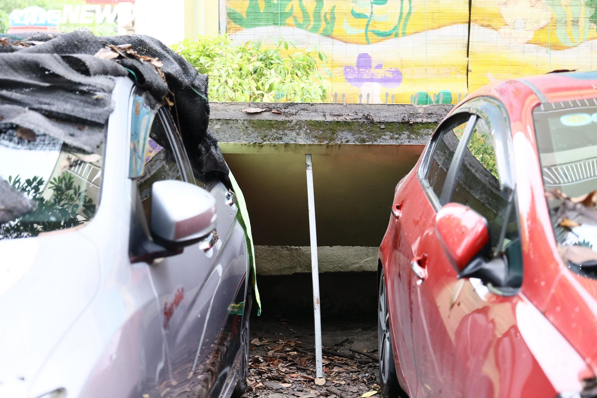 Cận cảnh dàn ô tô bị bức tường trường mầm non sập đổ đè bẹp ở Hà Nội - 7