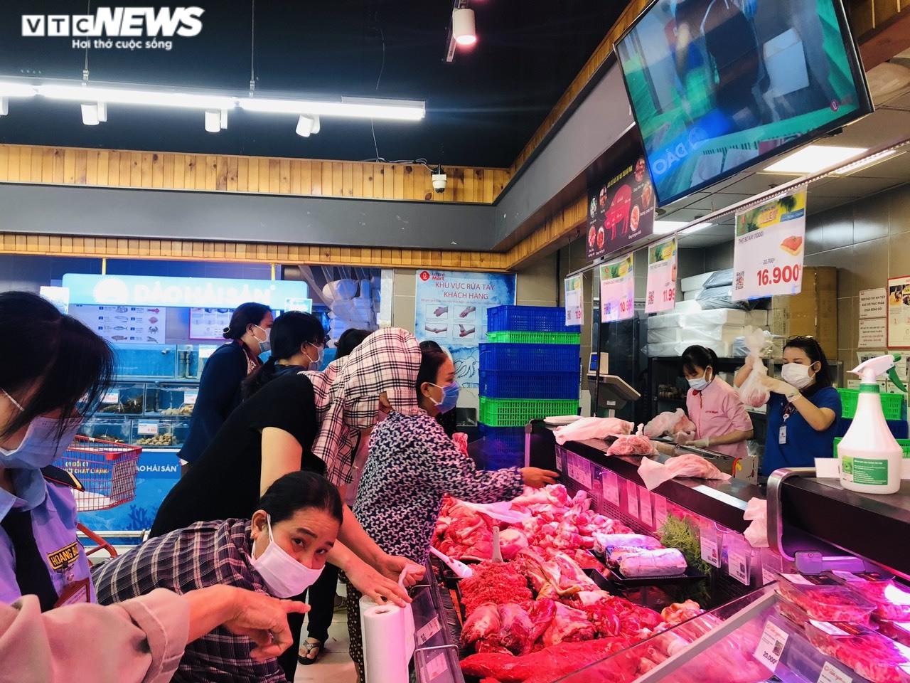 Giá thực phẩm tại các chợ truyền thống ở TP.HCM tăng mạnh - 3