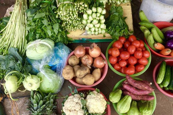 Sài Gòn trước cách ly: Rau xanh tăng dựng đứng, giá trứng lên gấp đôi-6