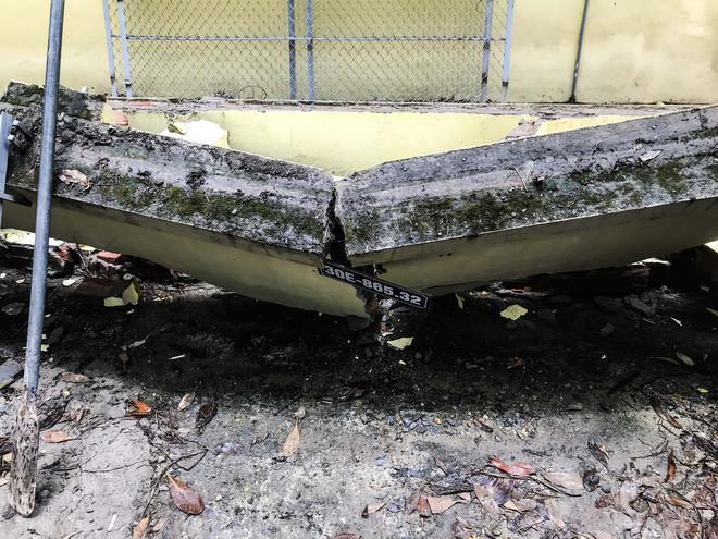 Hiện trường bức tường đổ sập đè trúng 12 ô tô ở Hà Nội-6