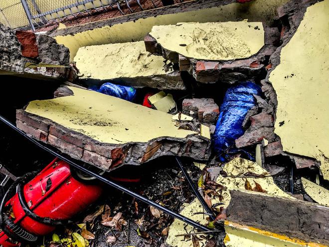 Hiện trường bức tường đổ sập đè trúng 12 ô tô ở Hà Nội-7