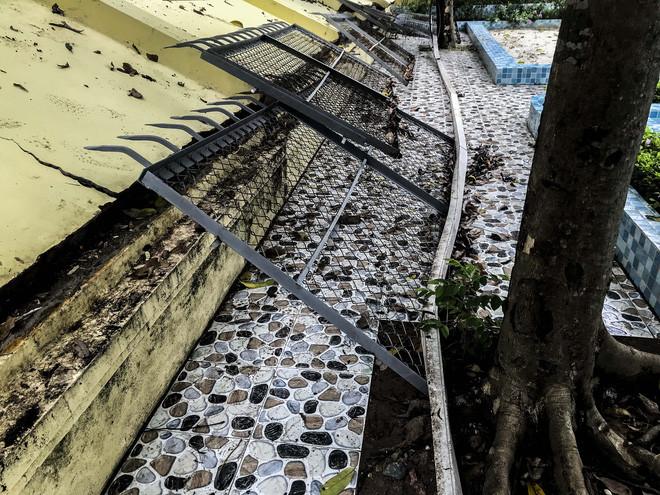 Hiện trường bức tường đổ sập đè trúng 12 ô tô ở Hà Nội-8