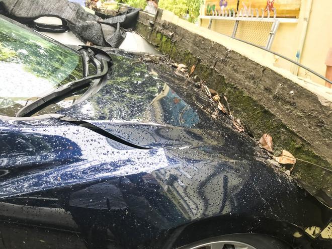 Hiện trường bức tường đổ sập đè trúng 12 ô tô ở Hà Nội-12