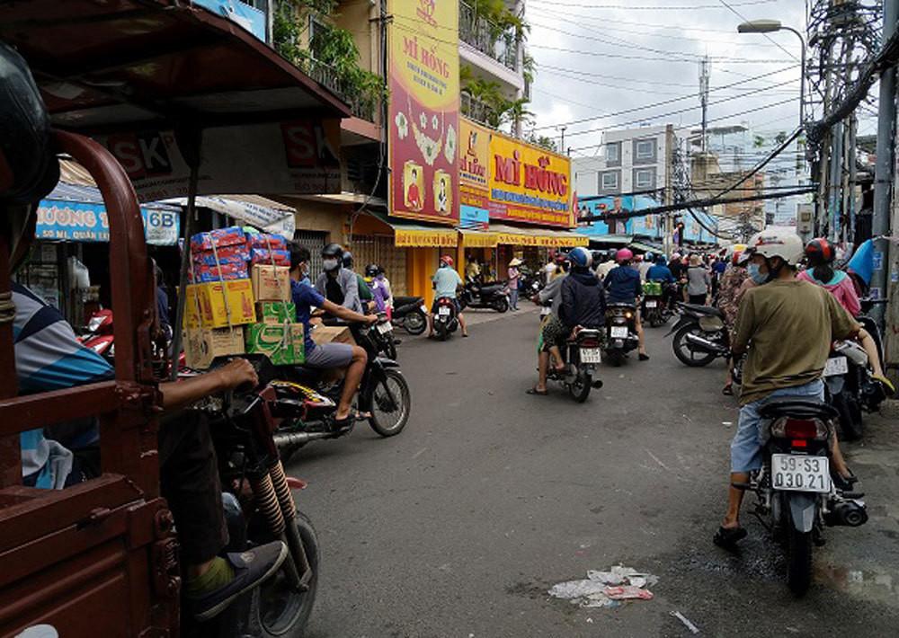 Sài Gòn trước cách ly: Rau xanh tăng dựng đứng, giá trứng lên gấp đôi-5