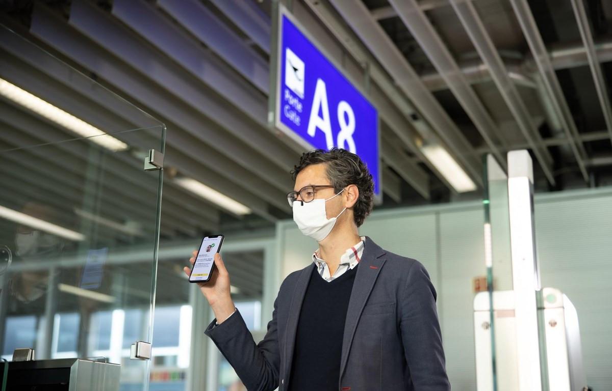 Vietnam Airlines sẽ chính thức triển khai thử nghiệm ứng dụng hộ chiếu sức khoẻ điện tử IATA Travel Pass. (Ảnh: CTV/Vietnam+)