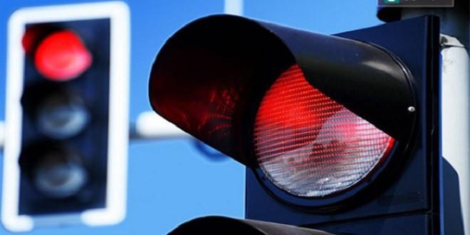 Trả thù người yêu cũ, cô gái dùng xe anh ta vượt đèn đỏ 49 lần - 1