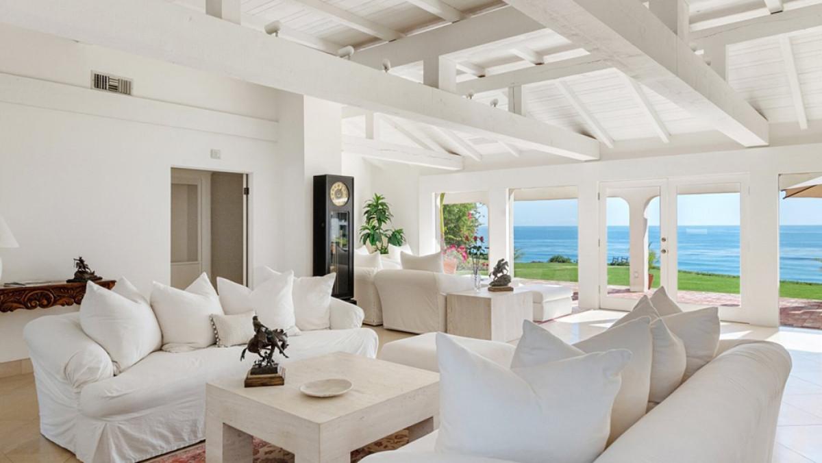 Đây là lần đầu tiên sau 35 năm, biệt thự này mới xuất hiện trên thị trường bất động sản và được rao bán với giá rất cao (44,6 triệu USD).