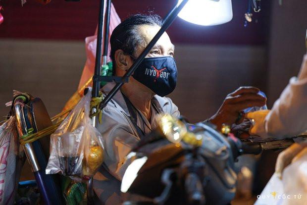 Chùm ảnh cảm xúc nhất lúc này: Thương lắm những người vô gia cư, nhưng Sài Gòn ơi, sẽ giãn cách mà không xa cách!-12
